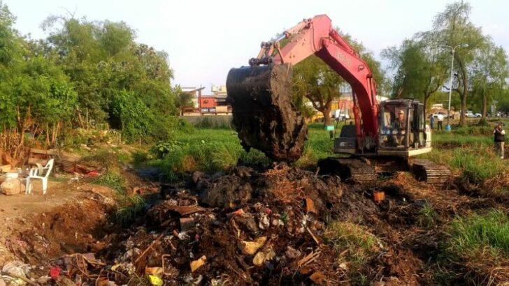 Resistencia: la APA y la Municipalidad retiraron rellenos y construcciones ilegales de la Laguna Argüello
