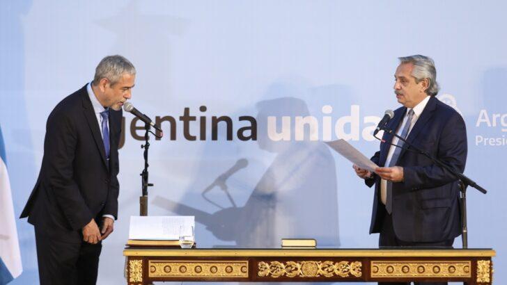 Alberto le tomó juramento a Ferraresi, nuevo ministro de Desarrollo Territorial y Hábitat