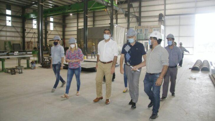 Capitanich visitó una nueva planta metalúrgica y entregó promociones industriales