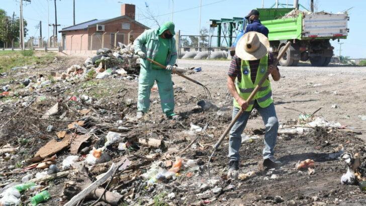 El Municipio de Resistencia ejecutó la limpieza integral y erradicación de minibasurales en la laguna de Villa Prosperidad
