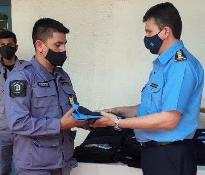 En Corzuela, continuaron con la entrega de uniformes policiales y reparaciones edilicias
