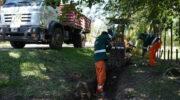 En el barrio Golf Club, la Municipalidad de Resistencia realizó tareas de zanjeo, colocación de caños y limpieza de alcantarillas