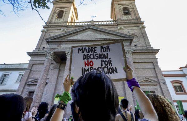 Frente al Congreso, miles de pañuelos verdes pidieron la legalización del aborto 3