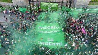 Frente al Congreso, miles de pañuelos verdes pidieron la legalización del aborto