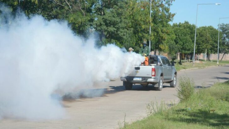 """""""Chau Mosquito"""": Resistencia concretó un operativo de fumigación y descacharrado en las villas Seitor y Pegoraro"""