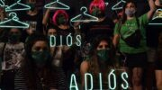 Desde este domingo, Argentina integra oficialmente la lista de países donde el aborto es legal