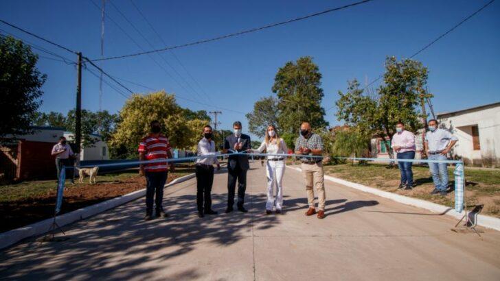 En Laguna Blanca, Capitanich inauguró pavimento urbano y entregó equipamiento