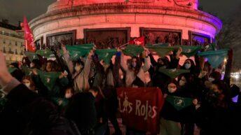 Pañuelazo mundial en respaldo al aborto legal en Argentina