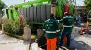 Con un camión desobstructor recuperado por municipales de Resistencia se sanearon conductos subterráneos de desagüe