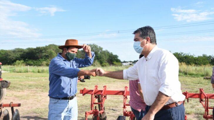 Consorcios Rurales: Capitanich entregó tractores y equipamientos en Colonia Benítez y Margarita Belén