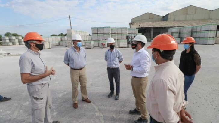 Empleo formal: Capitanich visitó una planta de fabricación de ladrillos