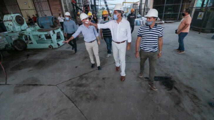 En Plaza, el gobernador recorrió el Parque Industrial y la fábrica de viviendas con ladrillos sustentables
