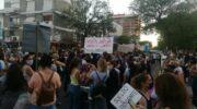 Miles de docentes chaqueños salieron a reclamar una mejor oferta salarial del Gobierno