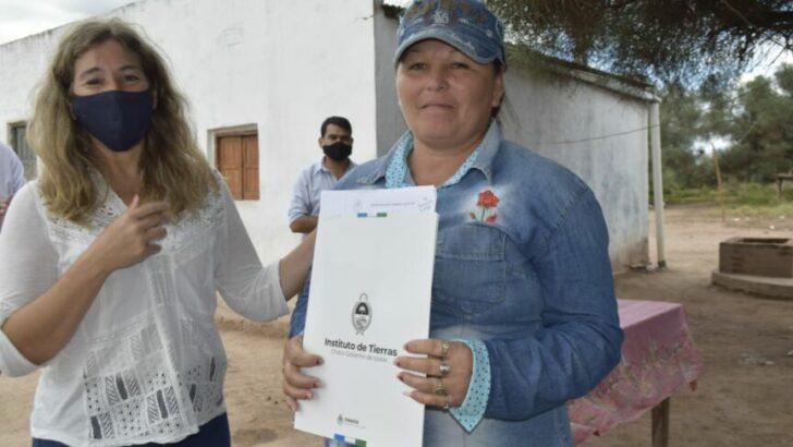 Regularización dominial en Miraflores: el Gobierno entregó adjudicaciones de tierras a  familias de pequeños productores