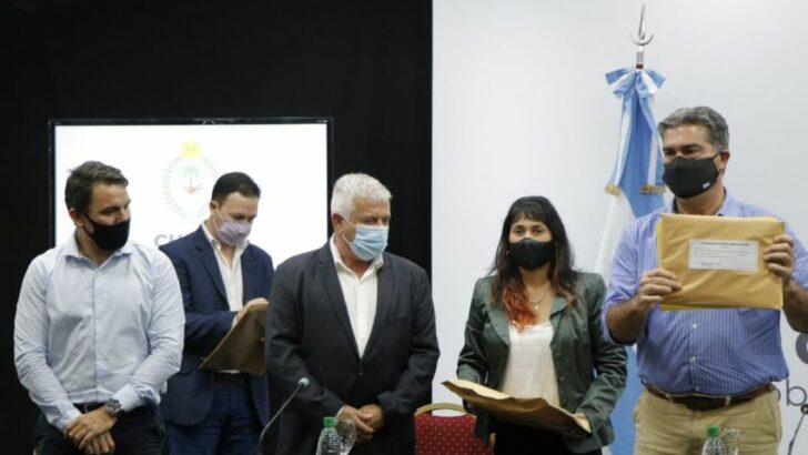 Du Graty: Capitanich encabezó la apertura de sobres para la construcción del microestadio