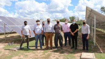 El Impenetrable: Capitanich visitó emprendimiento agropecuario que se alimenta de energía solar