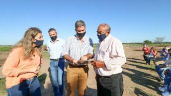 Entregaron títulos de propiedad a 69 pequeños y medianos productores del interior