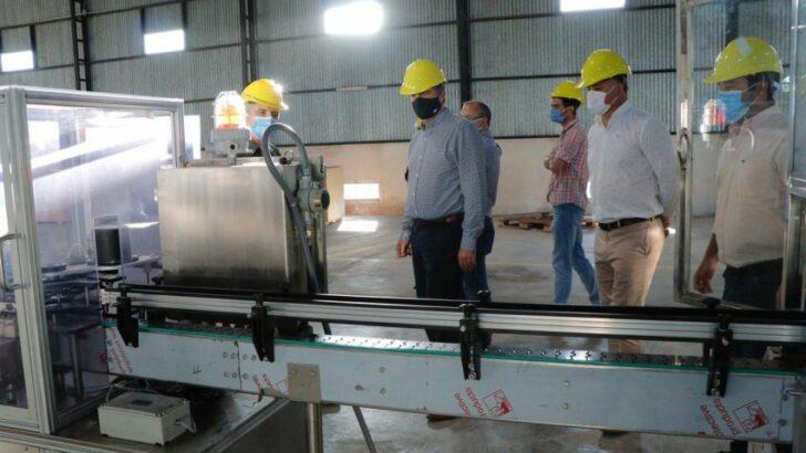 Industrias: en Resistencia, Capitanich recorrió la planta de aerosoles de un laboratorio