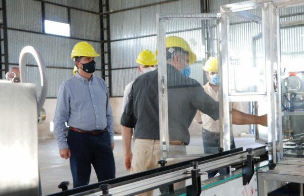 Industrias: en Resistencia, Capitanich recorrió la planta de aerosoles de un laboratorio 2