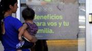 Para paliar las consecuencias de la pandemia, Alberto Fernández anunció una ayuda de 15 mil pesos a beneficiarios de asignaciones