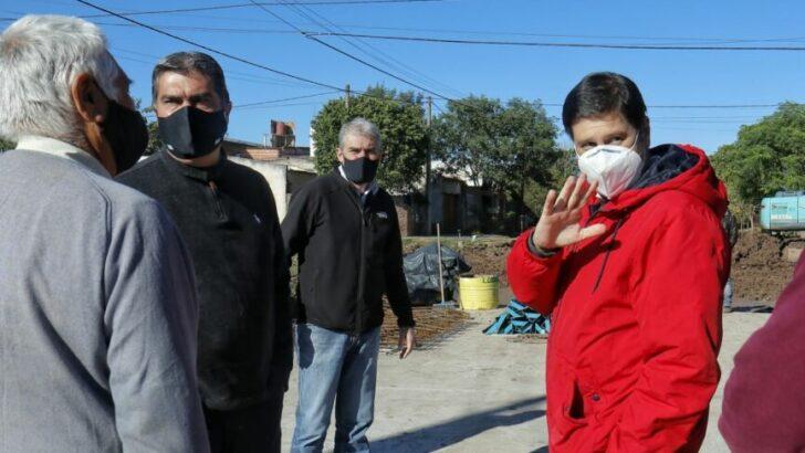 Capitanich supervisó obras de pavimento urbano en Las Breñas y Quitilipi