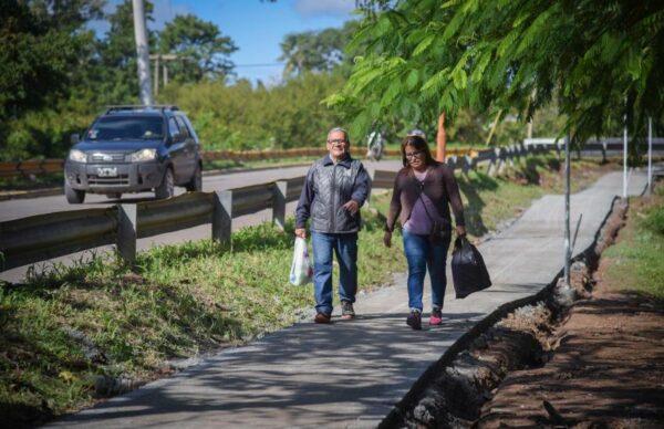 Constataron el avance de la construcción de veredas en los barrios Miranda Gallino y Villa Río Negro 1