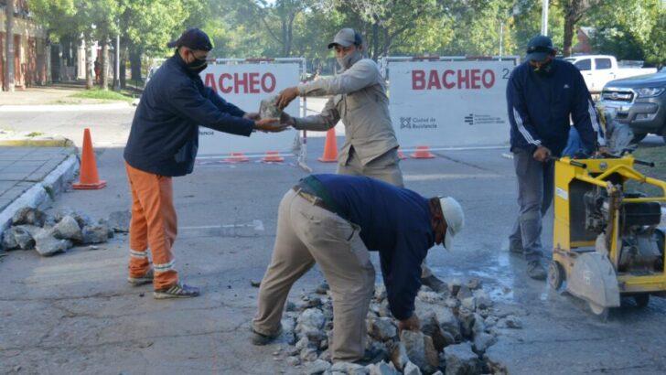 El municipio capitalino continúa con su plan de bacheo con materiales que permiten su habilitación en pocas horas