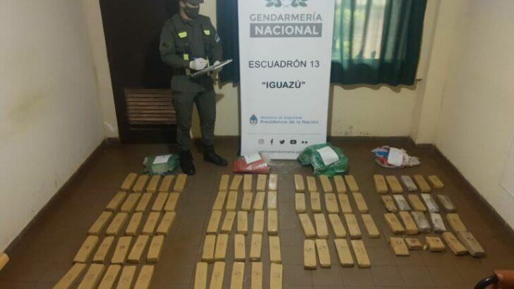 Gendarmería secuestro 55 kilos de marihuana acopiados a orillas del Río Paraná