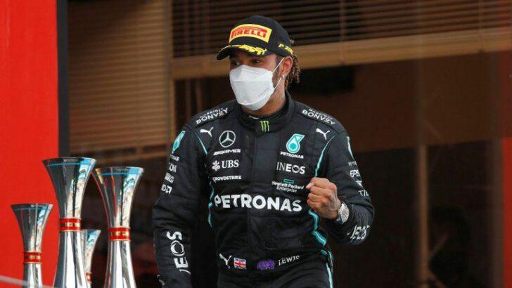 Hamilton cerca de un nuevo contrato con Mercedes