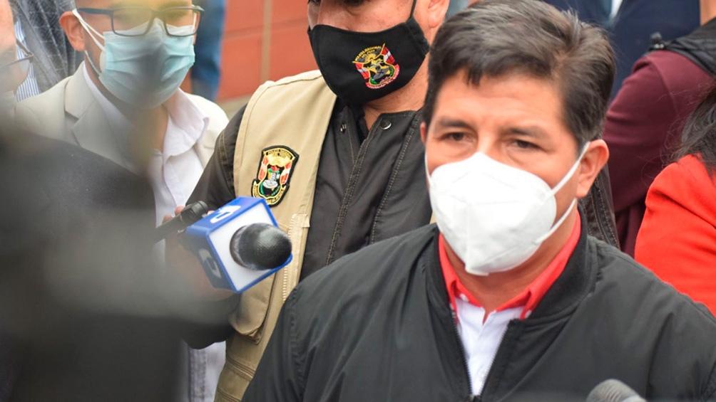 Perú, en vilo, a la espera del conteo de los votos del exterior
