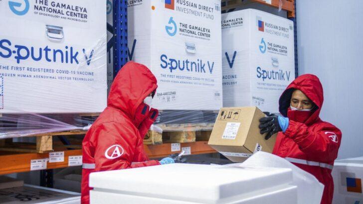 Llegaron 500 litros del reactivo ruso para la producción de 750 mil segundas dosis de la Sputnik V