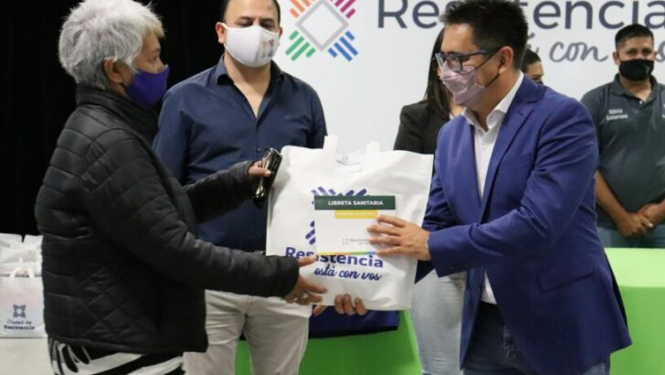 Resistencia: Gustavo Martínez presentó la Libreta Sanitaria para trabajadores y trabajadoras municipales