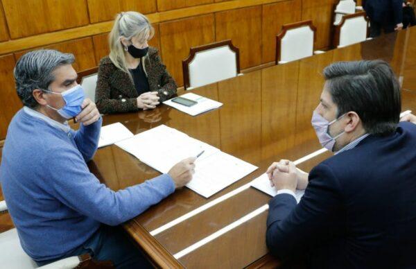 Capitanich y Trotta acordaron la provisión de 23.500 netbooks para escuelas chaqueñas 2