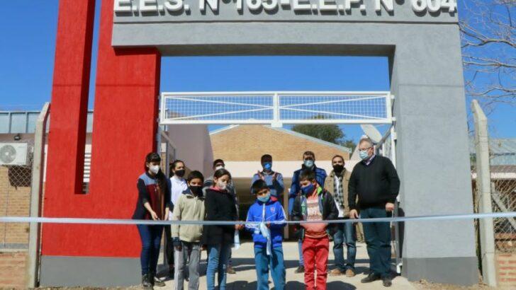 Castelli: Capitanich inauguró viviendas y escuelas