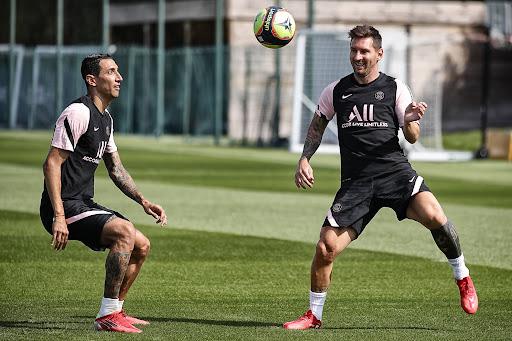 Messi y el PSG entrenaron con público