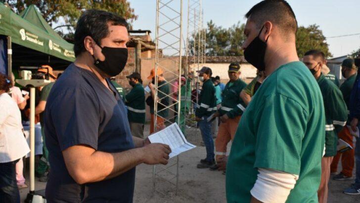 Resistencia avanza con la entrega de las libretas sanitarias para un mayor control de la salud de sus trabajadores