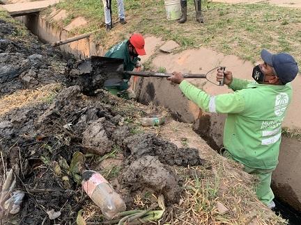 Resistencia trabajó en los desagües del barrio 120 Viviendas CGT