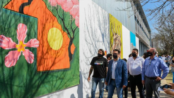 """""""Conciencia ambiental"""": se inauguró el Paseo de Murales en el exterior del Colegio Industrial"""