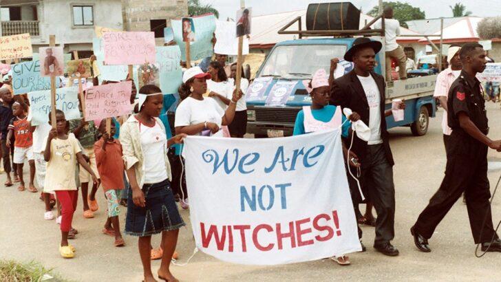 """Matanza de mujeres en el Congo: son acusadas, perseguidas y asesinadas por """"brujería"""""""