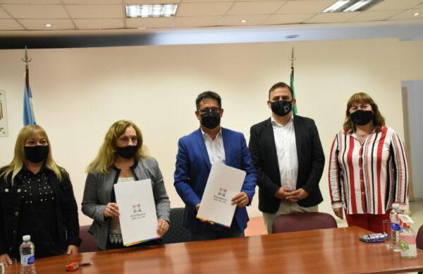 Resistencia: Gustavo Martínez firmó un convenio con el Colegio de Odontólogos por prestaciones específicas de acceso directo 1