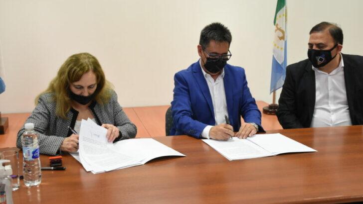 Resistencia: Gustavo Martínez firmó un convenio con el Colegio de Odontólogos por prestaciones específicas de acceso directo
