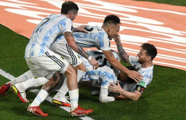Argentina goleó a Uruguay y está cada vez más cerca de Qatar