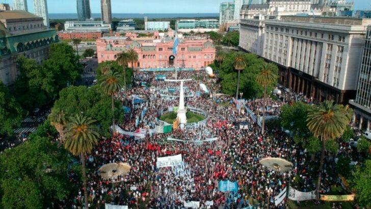 En el Día de la Lealtad se volvió a llenar la Plaza de Mayo