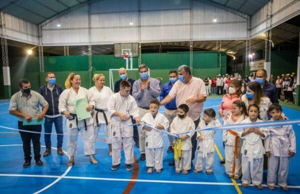 En la Isla del Cerrito, Capitanich inauguró un nuevo playón deportivo y recorrió diversas obras 3