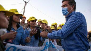 En La Tigra, Capitanich entregó viviendas y una ambulancia e inauguró la iluminación del acceso
