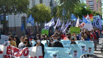 Multitudinaria marcha por el femicidio de Marilú Robledo culminó en una reunión con la vicegobernadora