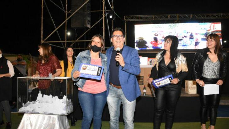 Resistencia: Gustavo Martínez agasajó a más de 1500 trabajadoras municipales mamás en su día